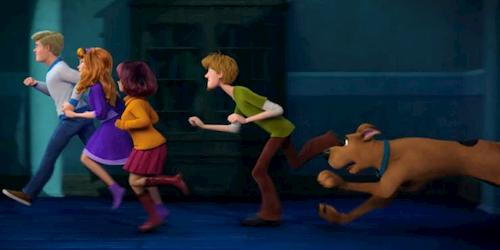 scooby and the gang running in chase
